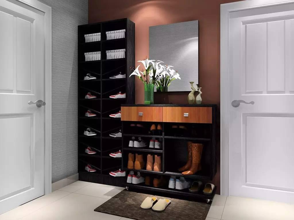 鞋柜内的层架大多倾斜,鞋子摆放注意鞋头必须向上,这有步步高升的