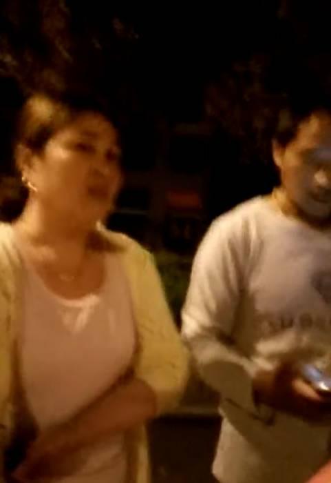 乱搞�yi�_一个45岁的老骚妇,在外面乱搞20几岁小伙子!