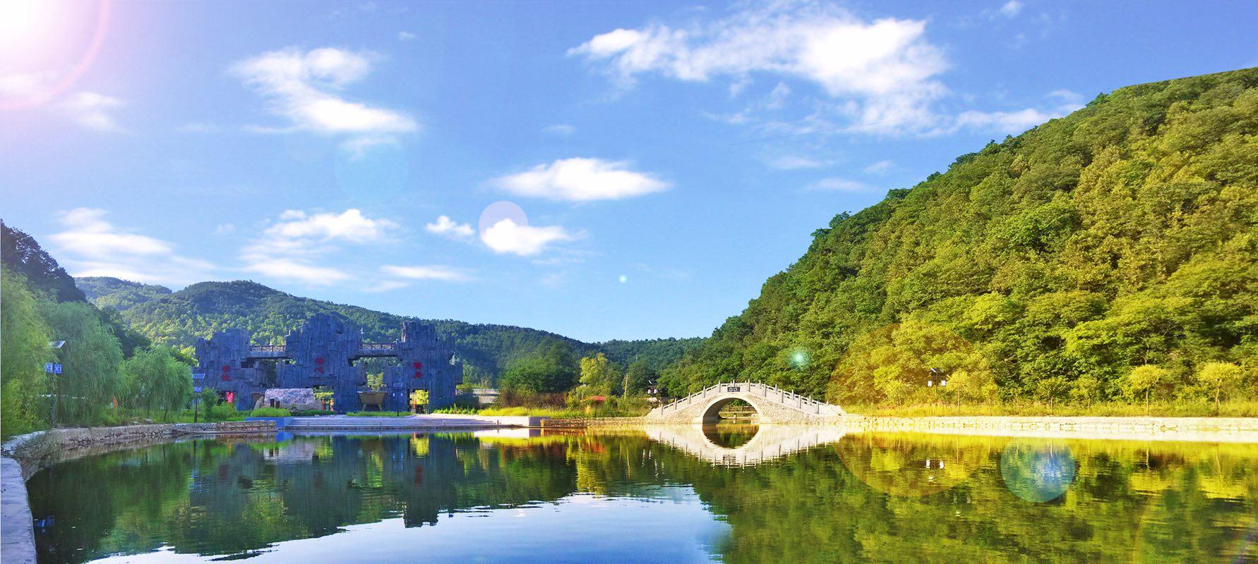 地址:陕西省延安市黄陵县 青峰峡森林公园总面积4360公顷,森林覆盖率