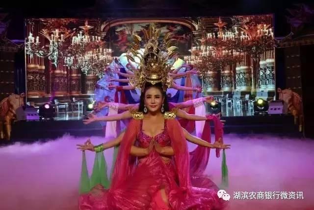 泰国红艺人风情秀