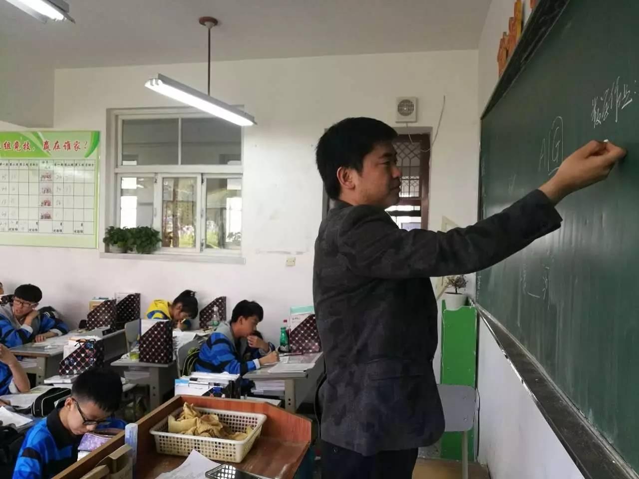 师者·匠心︱如何提高教学成绩--初中部周凤斌