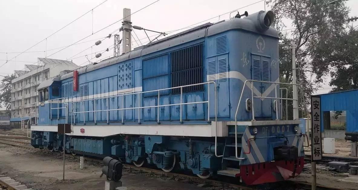 东风7型内燃机车(DF7),是中国铁路使用的柴油机车车型之一,是
