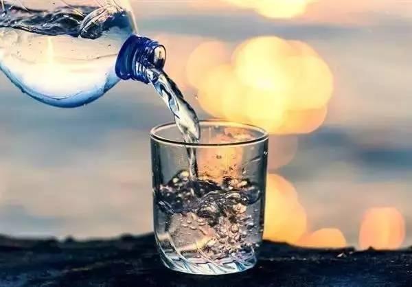 冰水冲咖啡_美国人天天喝的冰水,能害死中国人?