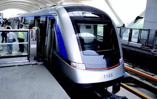 青岛地铁集团有限公司董事长,党委书记贾福宁代表在分组讨论时表示