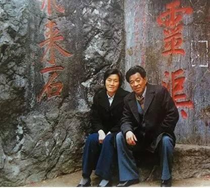 1979年中国50岁以下人口_50岁女人