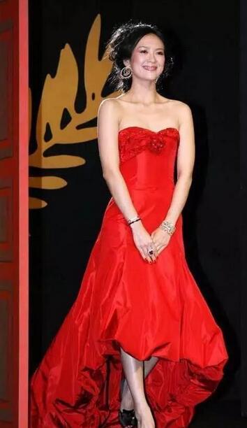 娱乐 正文  当然最值得一提的还有章子怡,2006年才27岁的她就担任戛纳