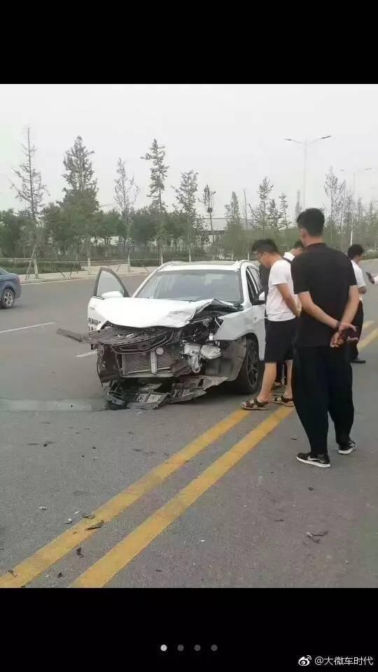 在吉利帝豪试驾事故中,安全气囊撞在车前,没有弹出