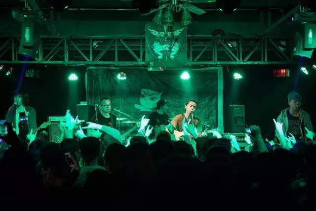 一个时代的公路之歌 痛仰乐队十八年回顾展7月开幕 百城巡演7到9月十