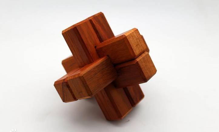 自创了115中孔明锁 孔明锁,也叫八卦锁,鲁班锁,曾广泛流传于中国民间