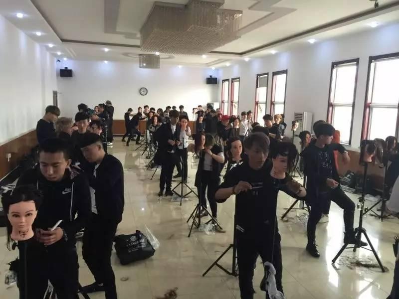7月5号开课:天津好莱坞美发学院——《高级经典abc女发裁剪课程》