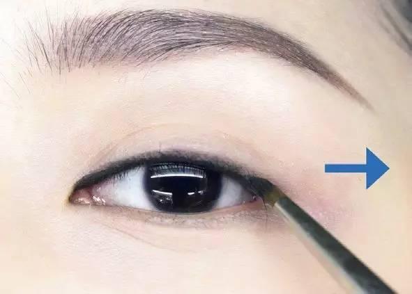 美妆达人常用的画眼线套路,拯救单眼皮小眼睛图片