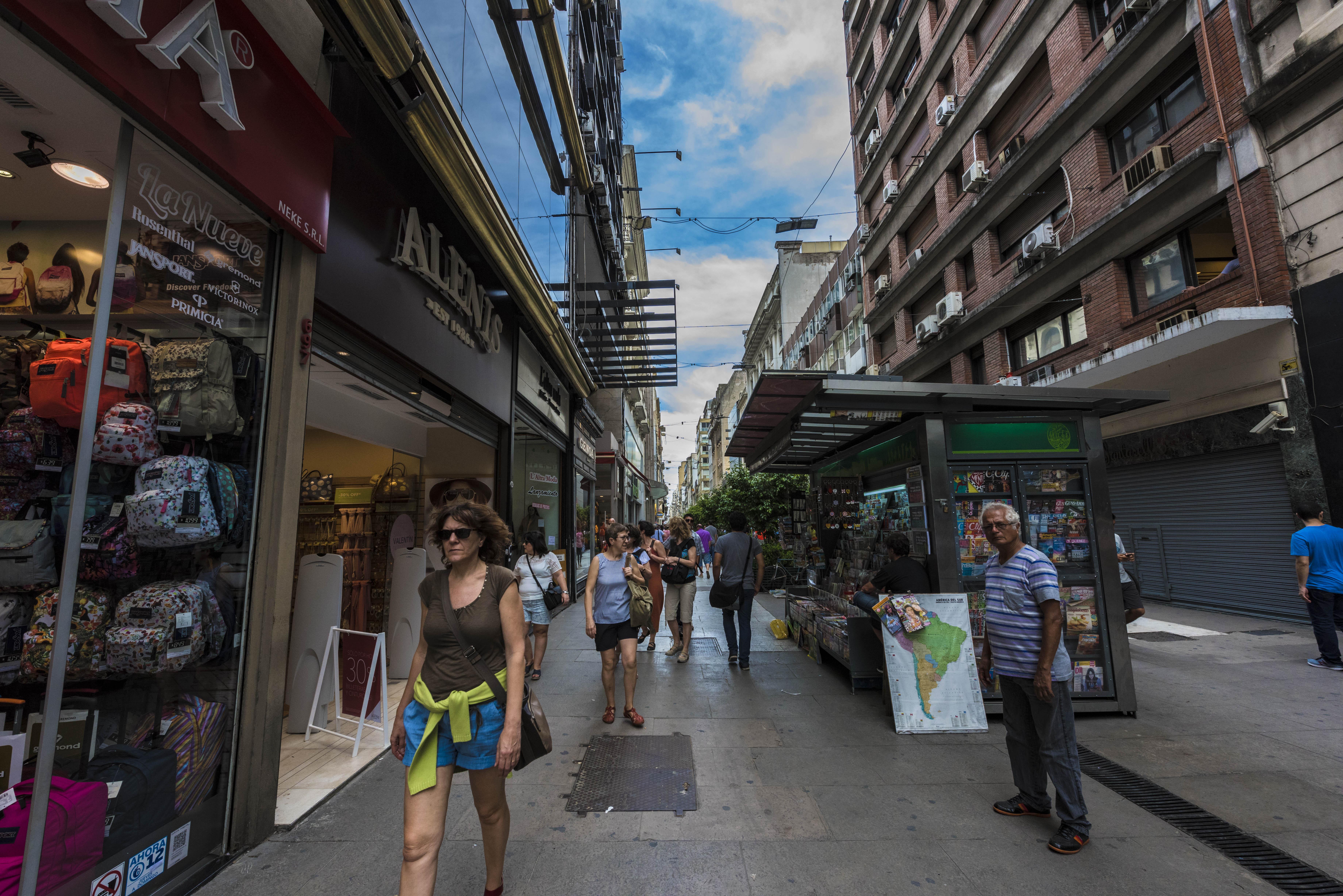 雨中漫步世界上最宽的大街——七九大道