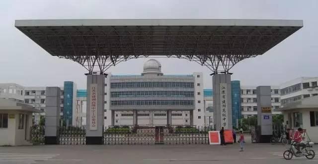 1993年被定为为省合格重点中学,2004年被确批准省四星级普通高中.邯郸市成安县高中图片