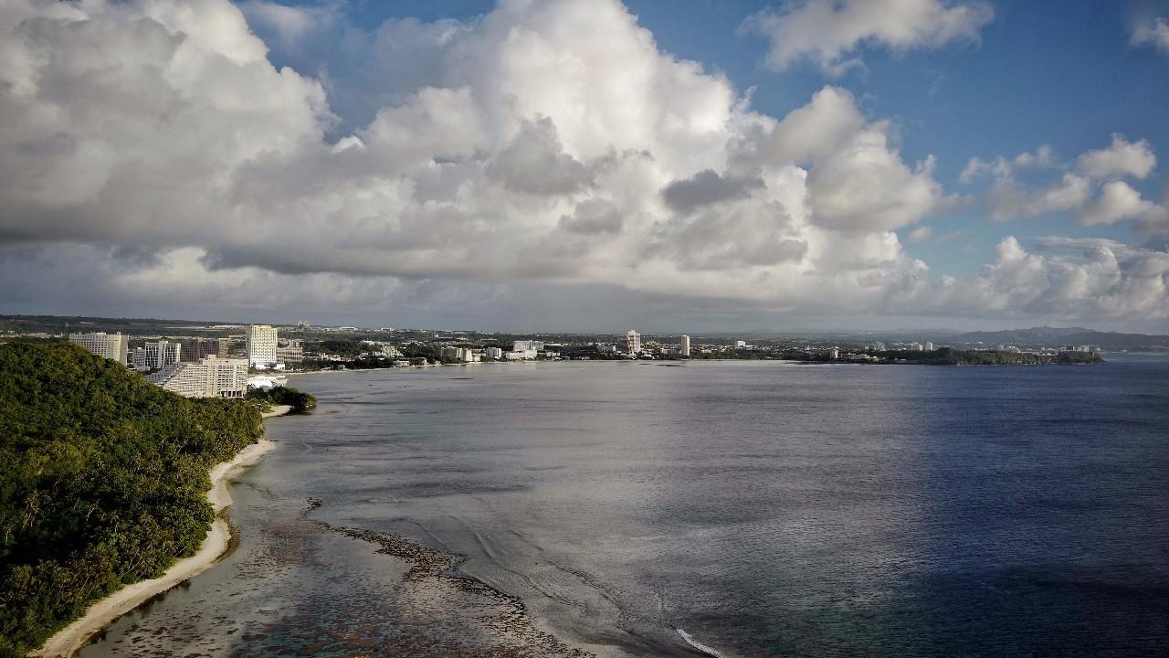 总感觉云很低,海很近,天空和大海在不远的交汇处相融.