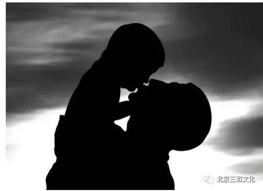 降央卓玛一首 父亲 ,送给天下做爸爸的