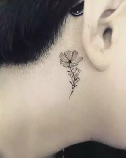 半永久耳后小纹身 唤醒你的小性感