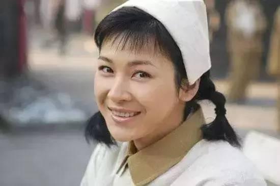 她是 亮剑 唯一女主角,戏中嫁给英雄,戏外嫁入豪门
