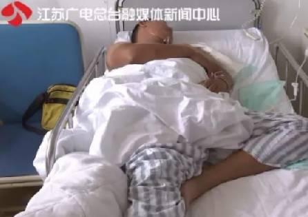 社会 正文  15号,南通的梁女士得知丈夫朱先生出了车祸,被120救护车接