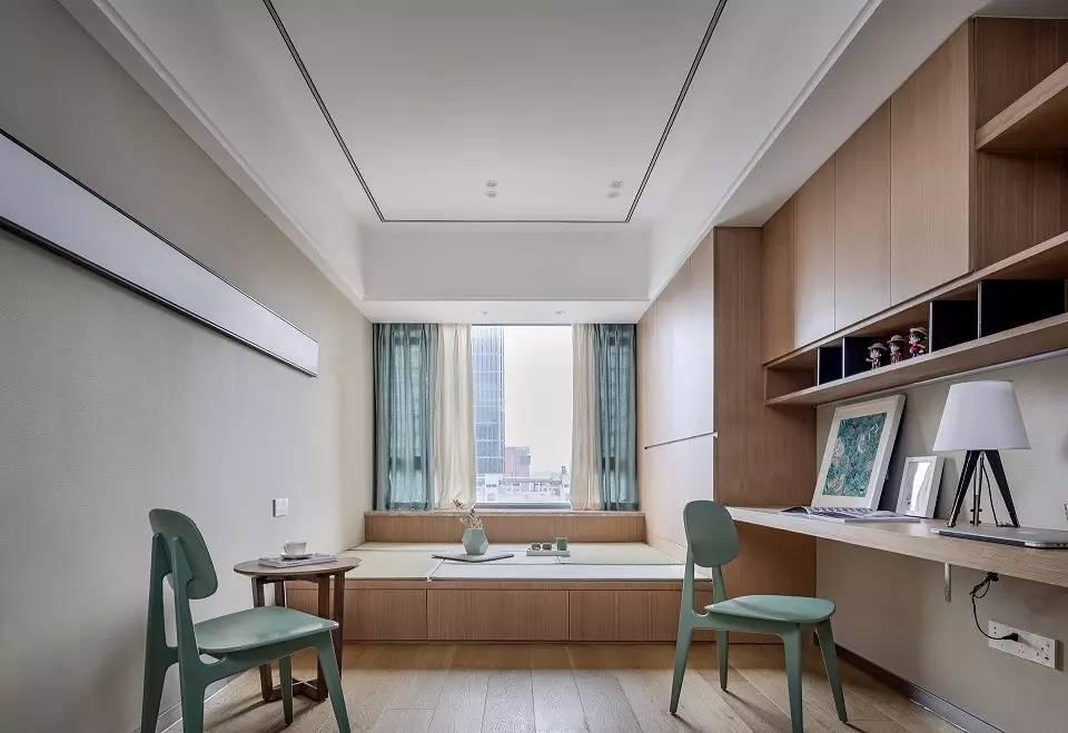 书房不仅有学习的书桌,榻榻米设计也能给家人足够的活动空间图片