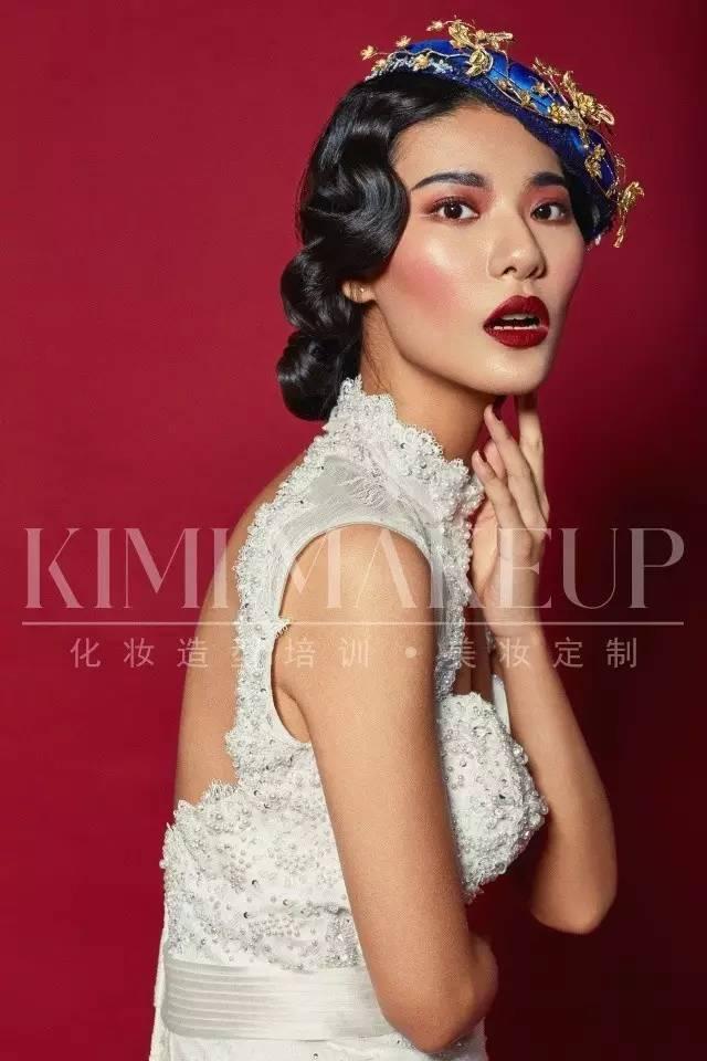 时尚 正文  2 欧式轻复古新娘 发型用大卷发略加手推波纹的手法 放在