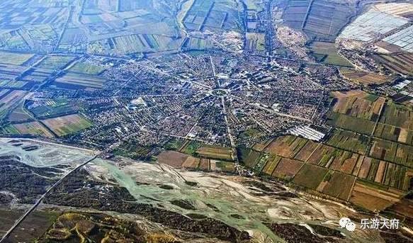叫特克斯 在新疆,有个最具维吾尔族民俗风情的城市,叫喀什市