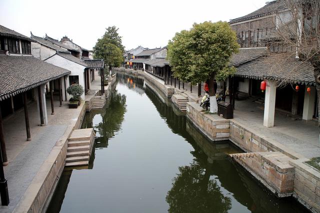 小桥流水人家宛如简笔中国水墨画这是江南哪古镇