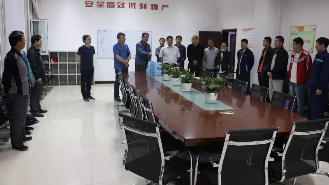 东沟项目部机运队会议室图片