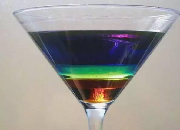 化学杯手绘图片