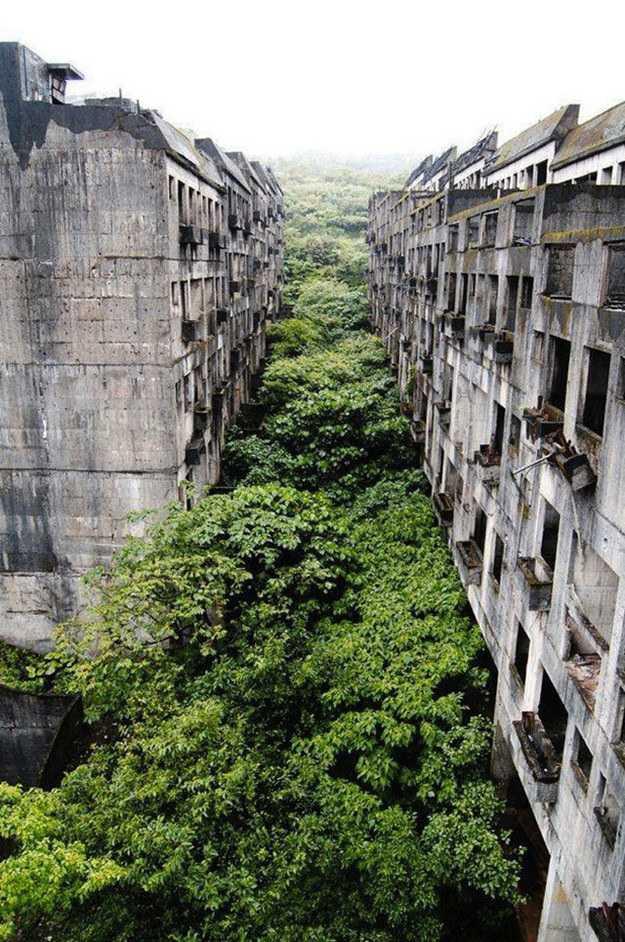 """很多网友看到这张名为""""废弃的城市-基隆""""的图片一头雾水,以为基隆出"""