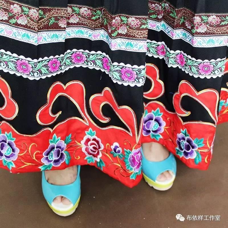 一种花纹,一种文化 布依族土布制作流程:选花,压花,弹花,梭花,纺线