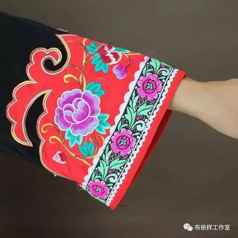 技艺传承 布依族土布制作的全流程,从原材料种植到最后成品都是由布依族妇女完成。布依族女性从小就参与到这个流程之中,成为传承主体,终其一生;土布制作的多样性更多体现在女性服饰和女性用品的范围,因此,布依族土布制作所显现出来的文化风格具有鲜明的女性化特征。 2007年5月29日,布依族土布制作工艺被公布为贵州省第二批非物质文化遗产名录
