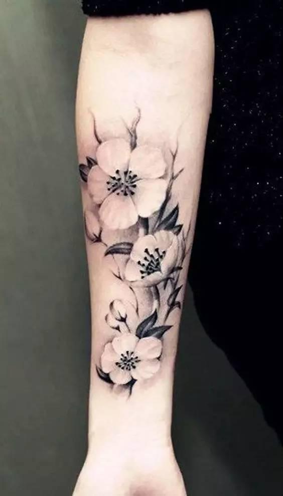 纹身给小臂带来的亮点.