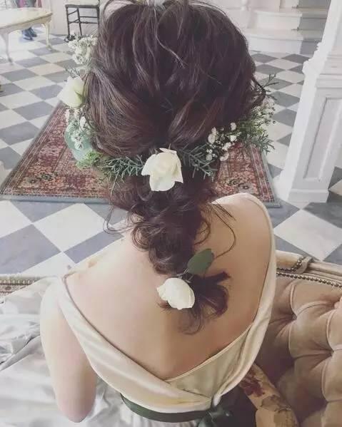 最新森系鲜花新娘发型,长发短发都能美得如此惊艳!化妆师必收!图片