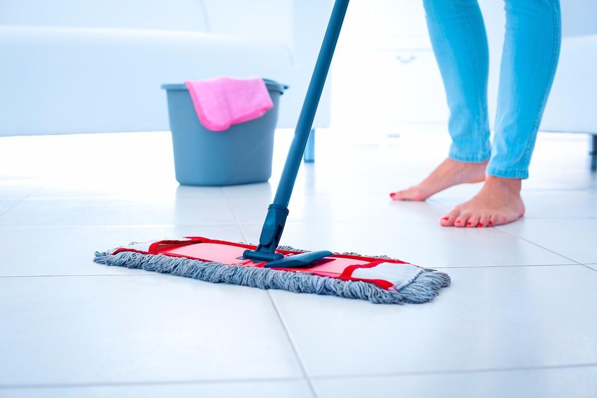 每天拖地还是很脏 学会这几招地板干净又光洁,超省事