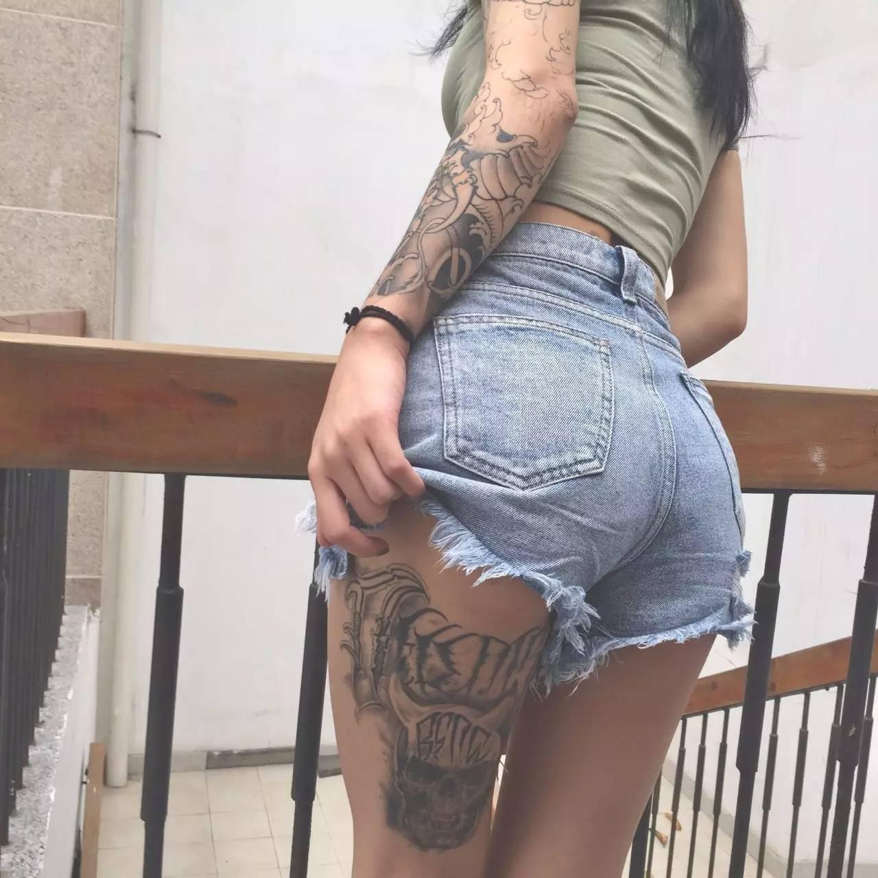 我叫西木子,在深圳长大,21岁,典型的狮子座女生,目前是一名纹身师.图片