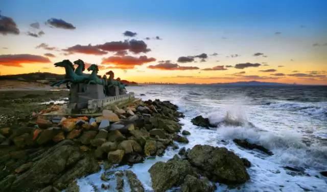养马岛地处烟台市牟平区北部,岛上气候宜人,冬无严寒,夏无酷暑.