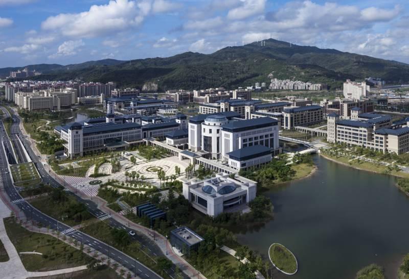 中国100大学_专访上海世博会中国馆总设计师何镜堂:没有唯一的 100