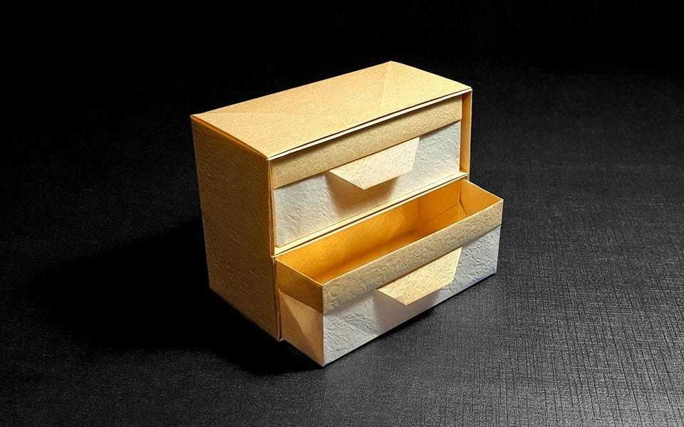科技 正文  (使用7张20cm的正方形纸折出的盒子尺寸为10×5×7.