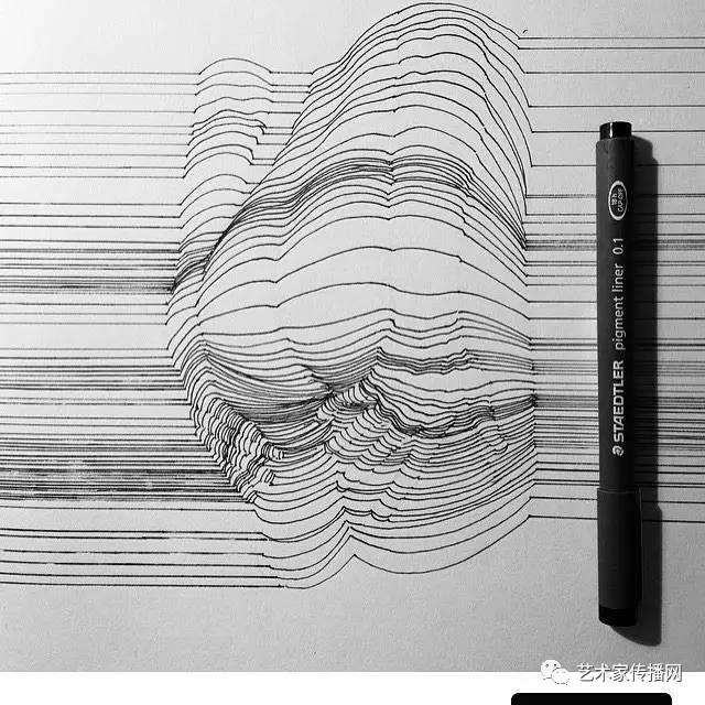 用2块钱的签字笔,画出辣眼睛的人体线条