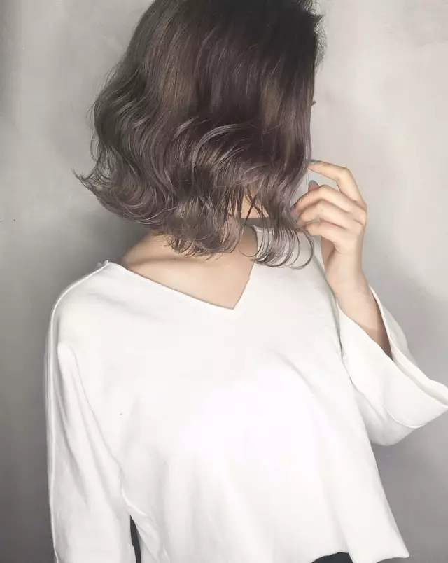 时尚 正文  by 短发控 水波纹卷发 水波纹卷发, 对于齐肩短发来说是一图片