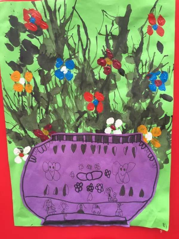 展中,   小托班幼儿的创意美展主 滚珠画、吹画、拉线画、对称画、