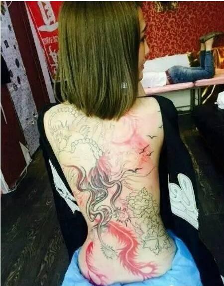 黑暗萝莉晒出满背纹身!李浩南开撕王乐乐?图片