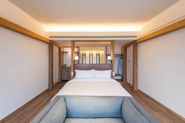 净界庭院大床房拥有无敌的庭院风景,白天,把千岛湖最珍贵的山水美景