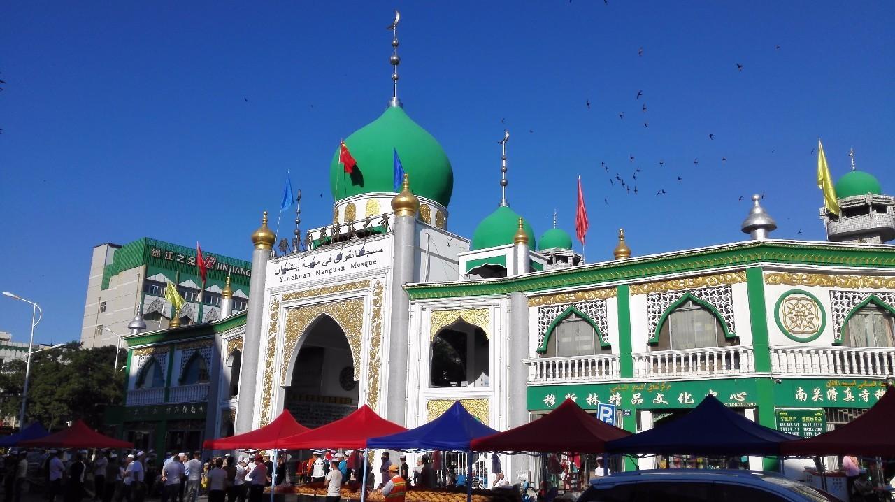 宁夏230多万穆斯林欢度开斋节图片
