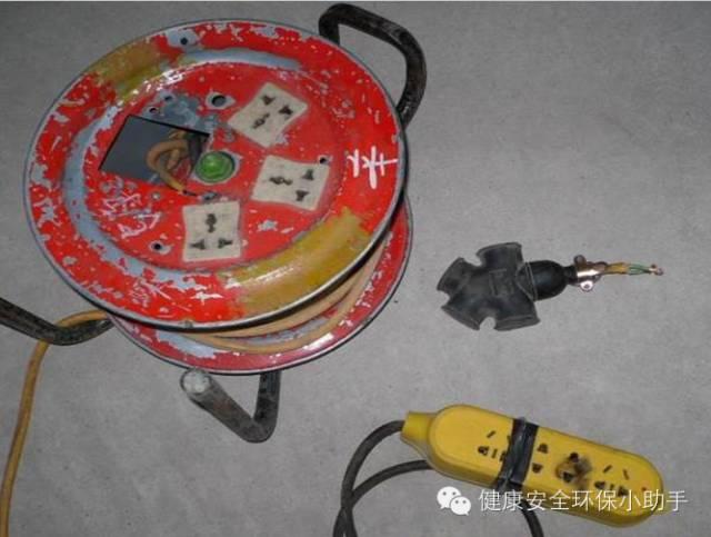2、插线盘缺少漏电保护器   3、民用插盘有触电的火花斑迹   4、以上图