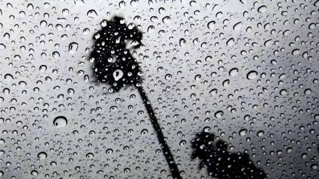 喜欢下雨天的心情说说图片