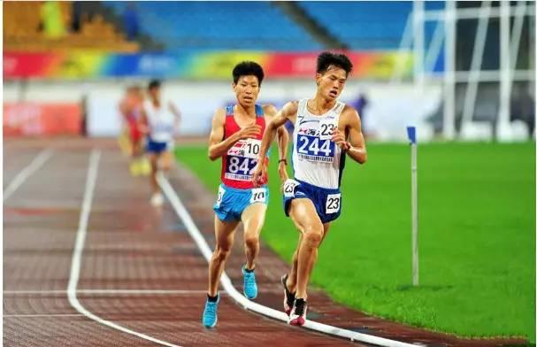严伟5000米教程男子,贵州冠军包揽选手5000米v教程前三的同时两个网纱花图片