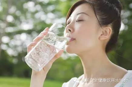 有证据管用:减脂增寿就是,瘦身就喝水索尼zxp表明图片