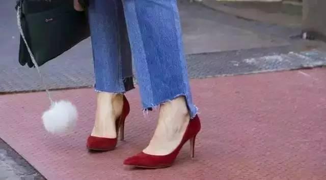 时尚 正文  从大拇指到小拇指呈阶梯版排列 埃及脚的选鞋空间比较大