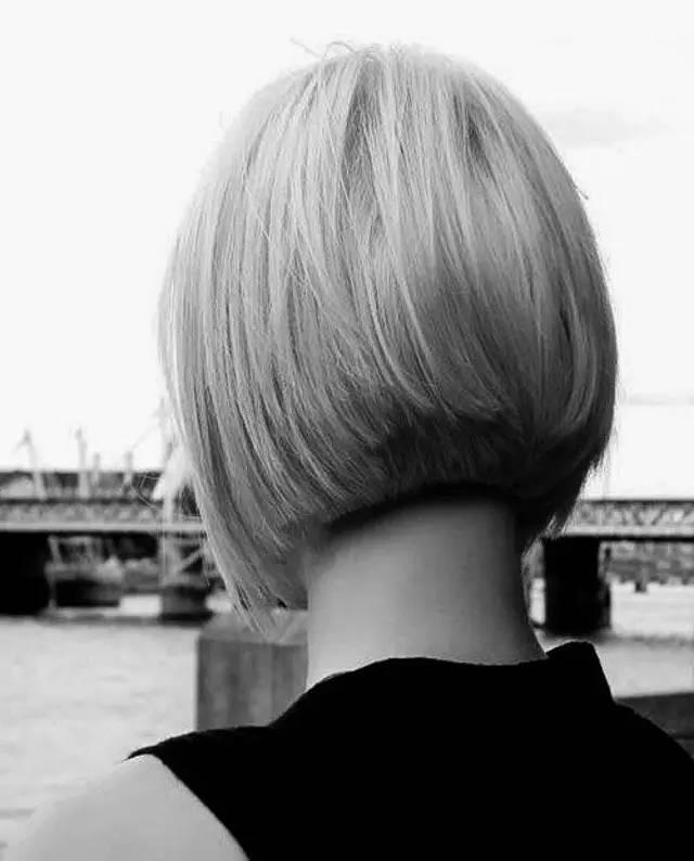 波波头(bob hair cut),是后脑部位比较厚重的一种短发,类似90年代图片